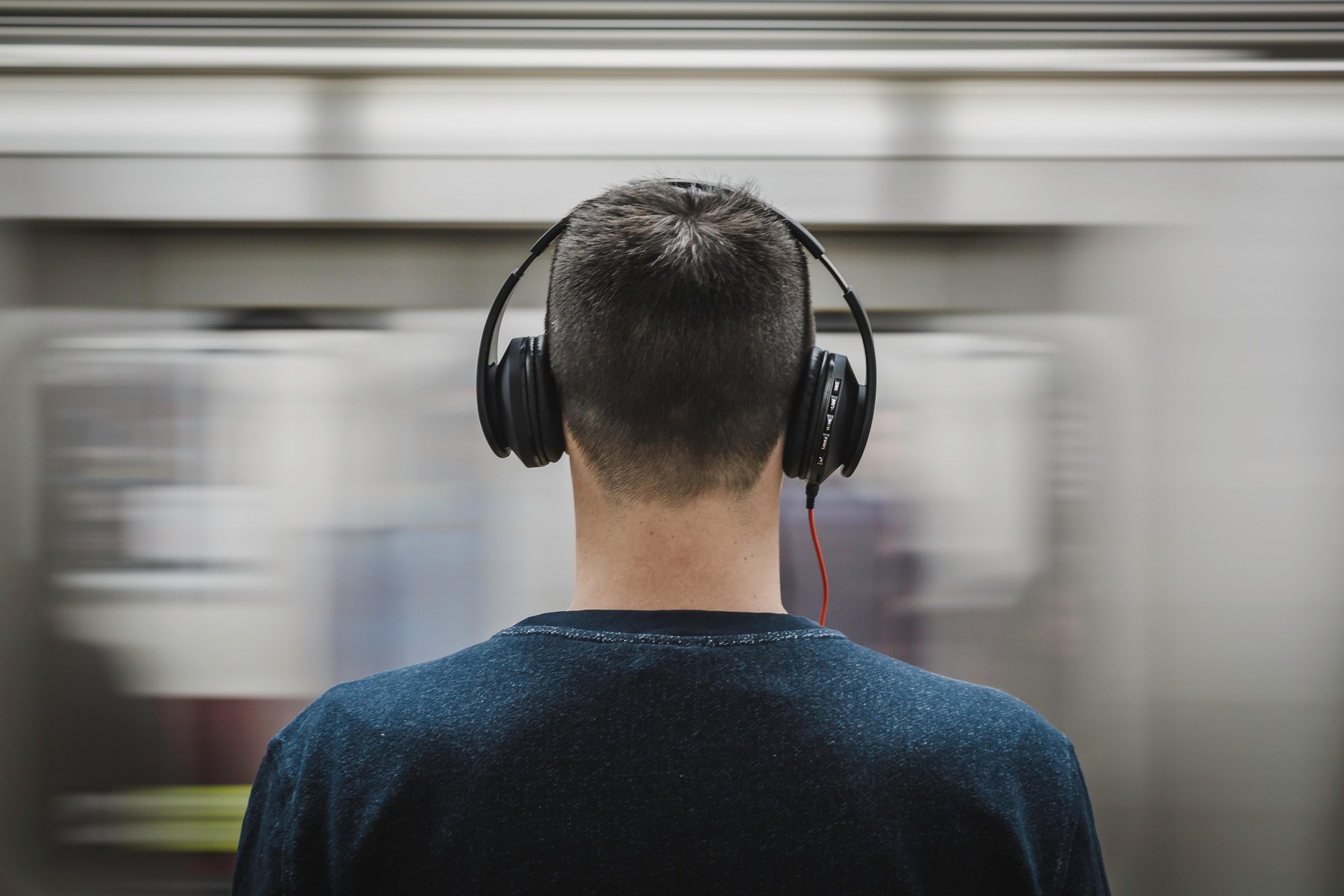 headphones-man-music-374777.jpg